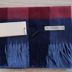 BURBERRY SCARF NWT CASUAL WOMEN'S